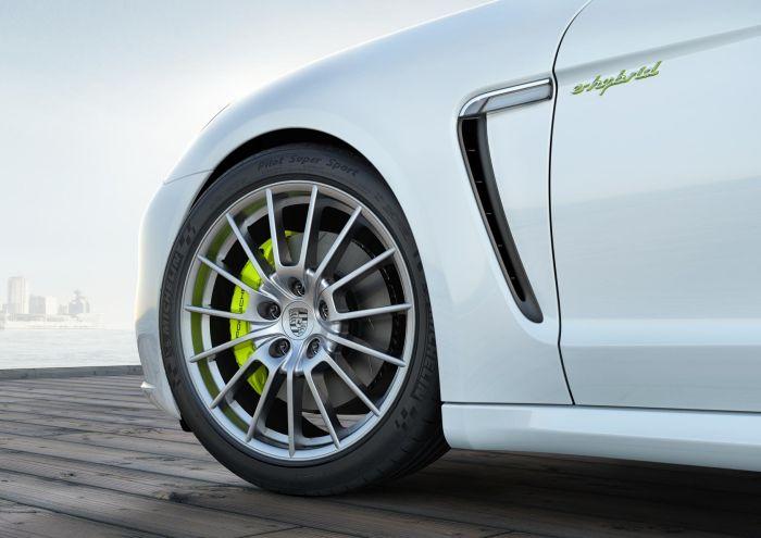 Nuova Porsche Panamera: pneumatici Michelin come primo equipaggiamento