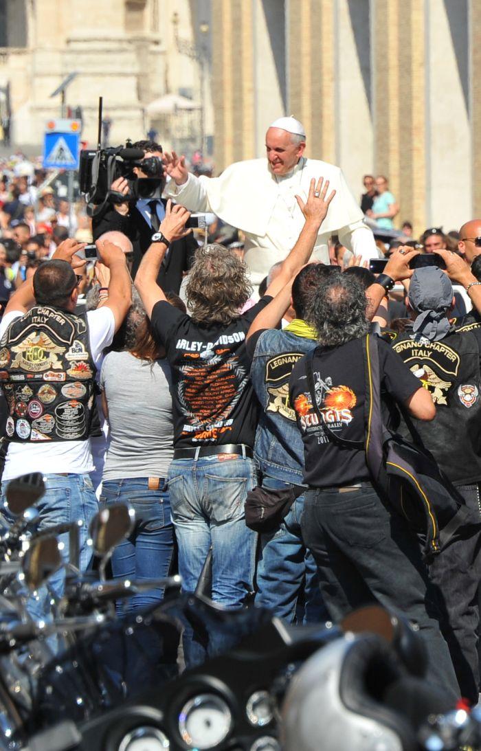 Papa Francesco benedice le moto Harley-Davidson  Roma 2013
