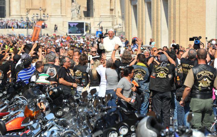 Papa Francesco benedice le moto Harley-Davidson