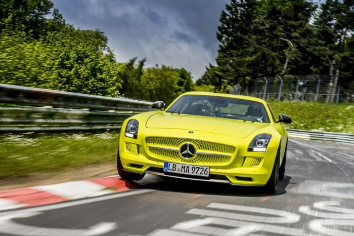 SLS AMG Coupé Electric Drive: è record al Nurburgring Nordschleife