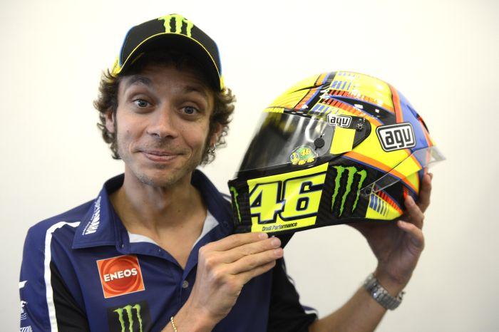 Arriva nei negozi la replica del casco di Valentino Rossi