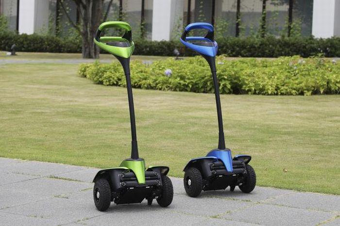Ecco Winglet il Personal Mobility Robot di Toyota
