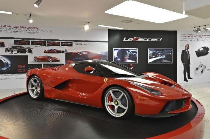 Alonso si gode i 963 CV de LaFerrari