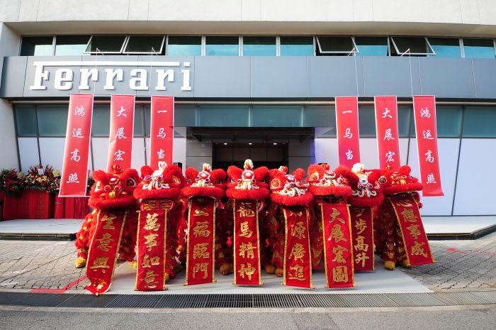 Ferrari: non solo pista nella trasferta a Singapore