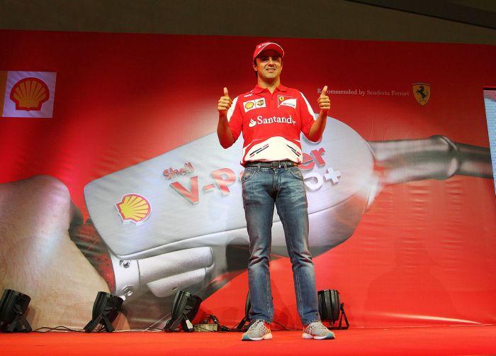 Ferrari non solo pista nella trasferta a Singapore 02