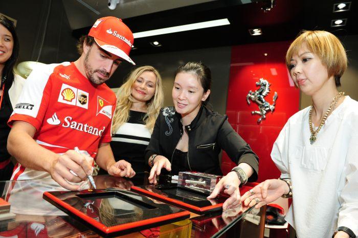 Ferrari non solo pista nella trasferta a Singapore 04
