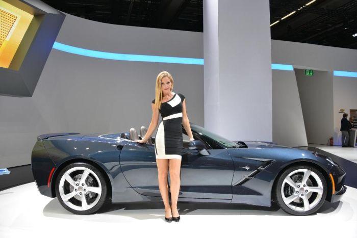 Auto e ragazze al Salone di Francoforte 2013
