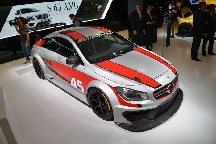 Mercedes-Benz CLA 45 AMG Racing Series gommata Dunlop a Francoforte 2013 01