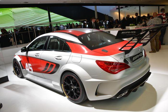 Mercedes-Benz CLA 45 AMG Racing Series gommata Dunlop a Francoforte 2013 02