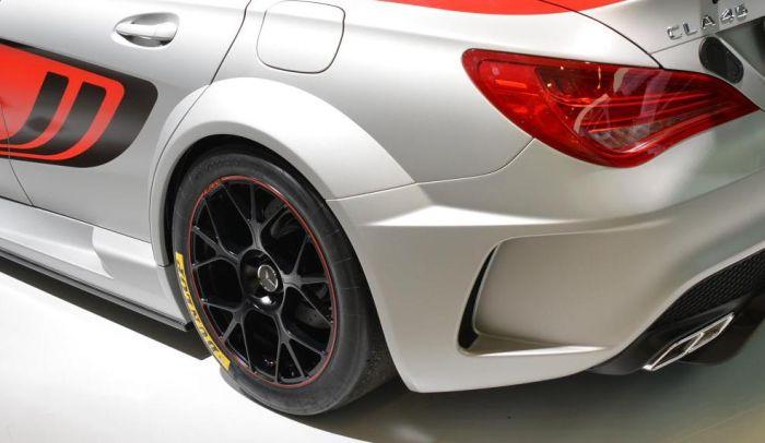 Mercedes-Benz CLA 45 AMG Racing Series gommata Dunlop a Francoforte 2013 04