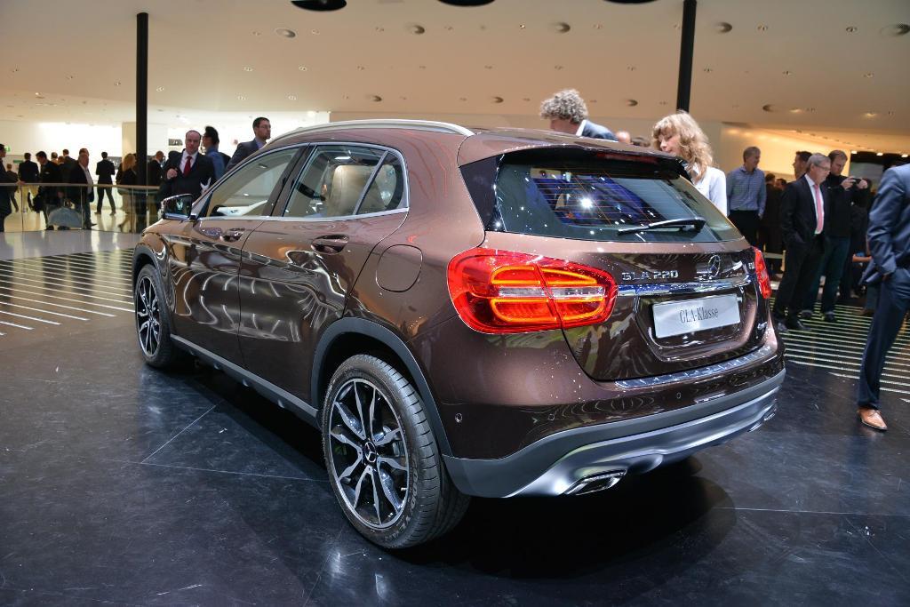 Nuova mercedes benz gla il crossover secondo la stella for Mercedes benz marion il