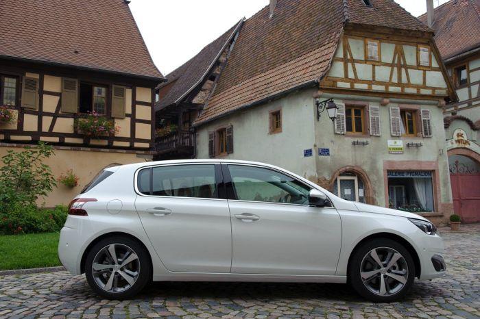 Peugeot 308 tutto sulla nuova vetture francese di segmento C 04