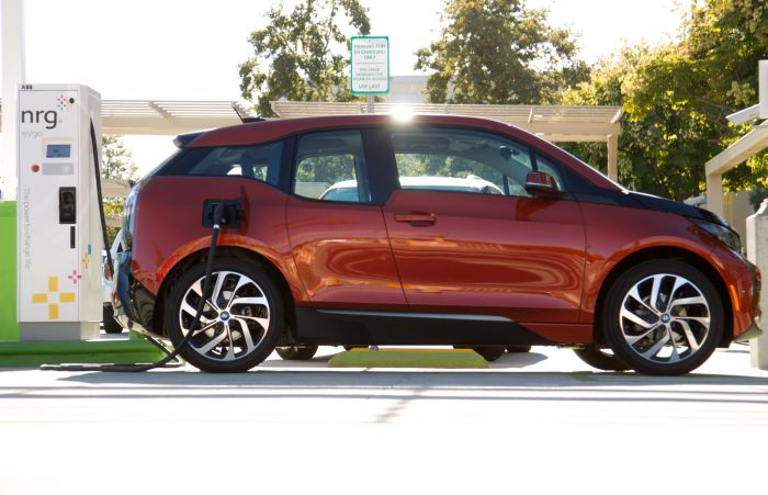 BMW i3 charges at first public charging station featuring Combo Charging 01