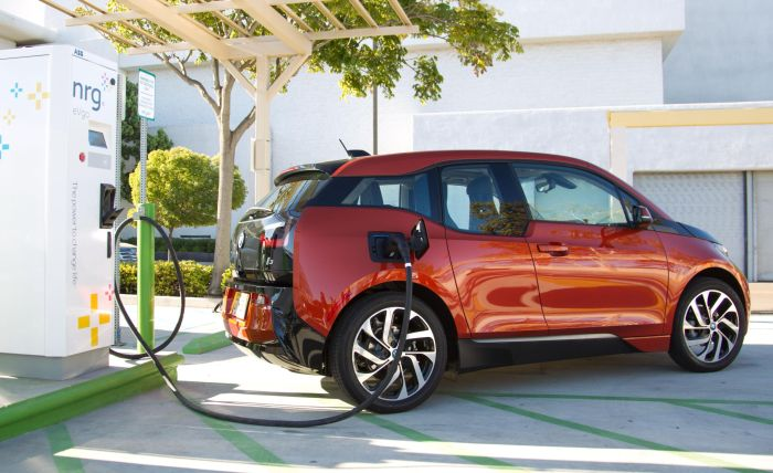 BMW i3 charges at first public charging station featuring Combo Charging 02