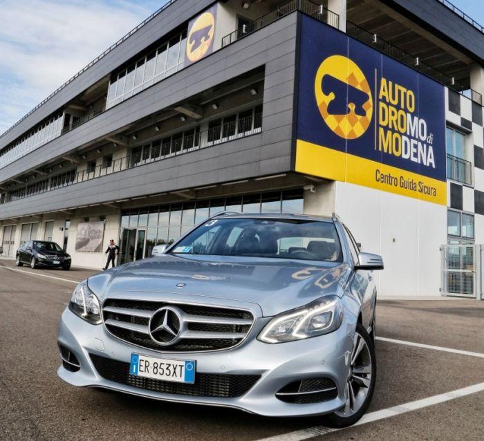 Abbiamo testato la Mercedes Classe E BlueTEC Hybrid all'Autodromo di Modena. Ecco come va.