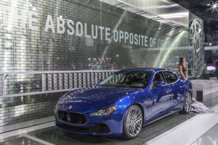 MASERATI GHIBLI ON STAGE IN LOS ANGELES AT THE START OF THE OPPOSITE OF ORDINARY ERA