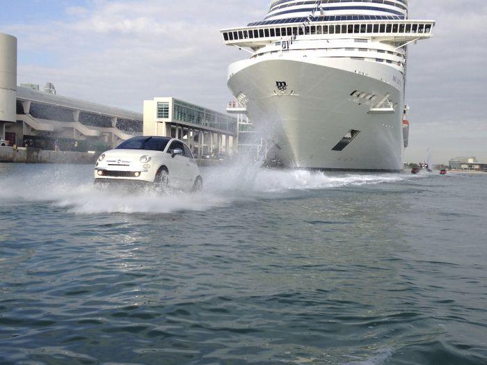 Miami: Fiat 500 galleggianti salutano i crocieristi della MSC Divina