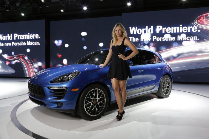 Porsche_Macan_World_Premiere_LA_Auto_Show_2013_con_Porsche_Brand _Ambassador_Maria_Sharapova