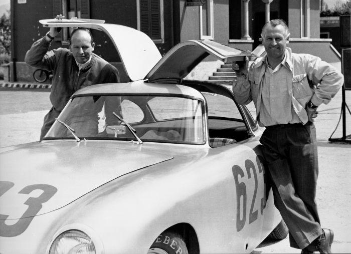 Caption orig.: Mille Miglia, 03.-04.05.1952. Das Fahrerteam Karl Kling und Hans Klenk (Startnummer 623) mit einem Mercedes-Benz Typ 300 SL Rennsportwagen (W 194).