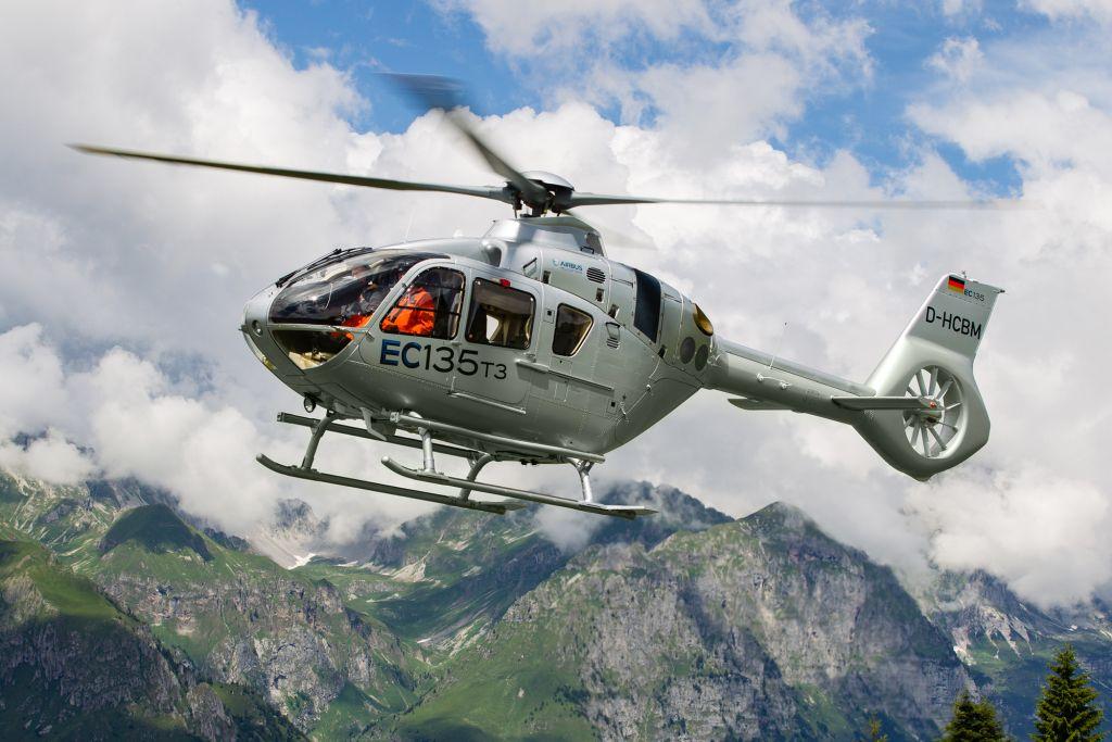 L'EC135 T3/P3 di Airbus Helicopters sfida le Alpi