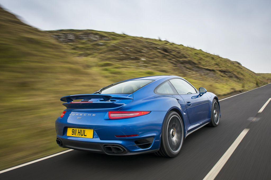 Raid dell'Etna Porsche torna protagonista in Sicilia