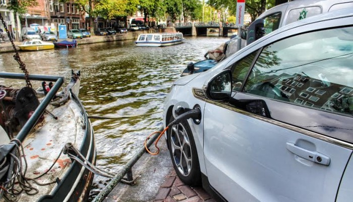 Herengracht, Amsterdam 2014 – Think global, charge local  – The Dutch do it better