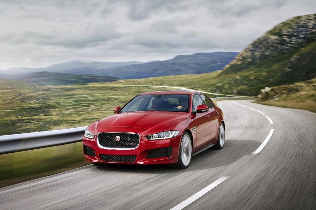 La Jaguar XE ha fatto il suo debutto mondiale. Tutte le immagini ufficiali.