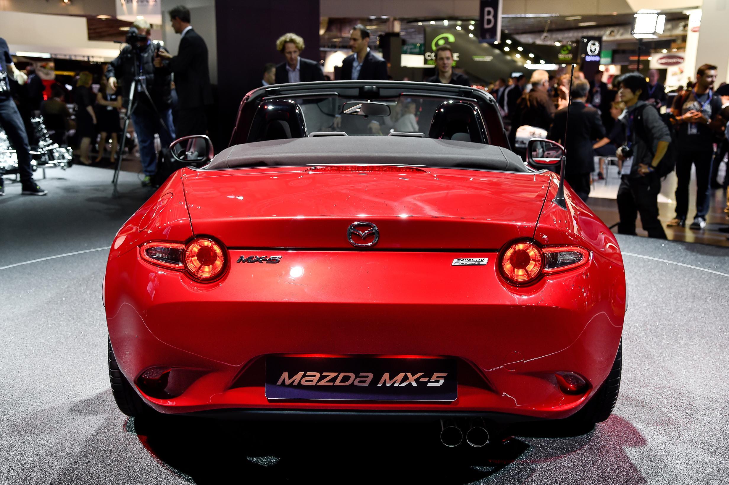 Nuova Mazda MX-5 al Salone di Parigi: le immagini dal vivo