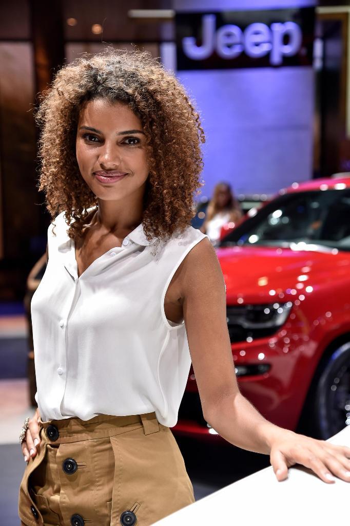 Le ragazze del Salone dell'Auto di Parigi: la gallery completa