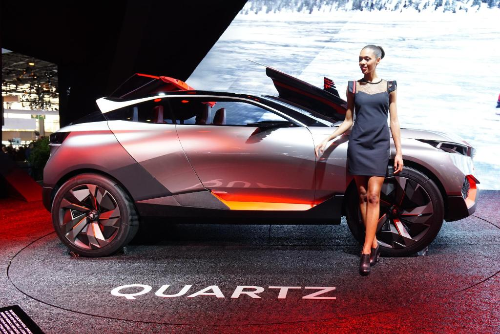 Paris Motor Show 2014 Girls 12