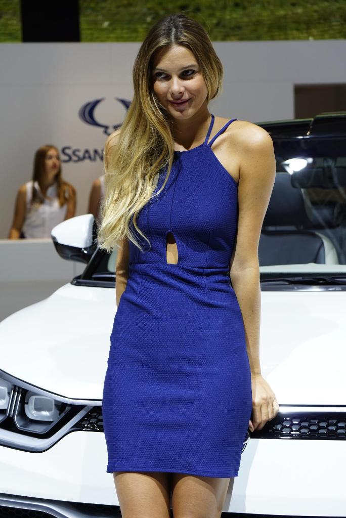 Paris Motor Show 2014 Girls 14