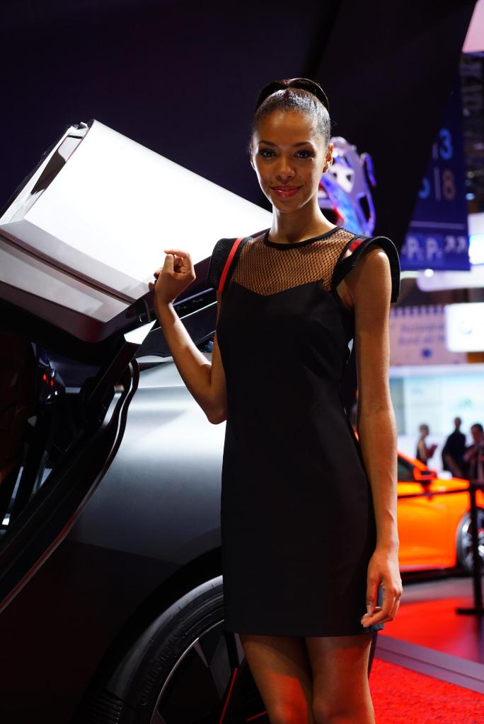 Paris Motor Show 2014 Girls 17