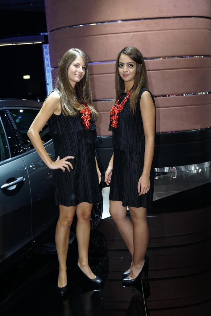 Paris Motor Show 2014 Girls 20