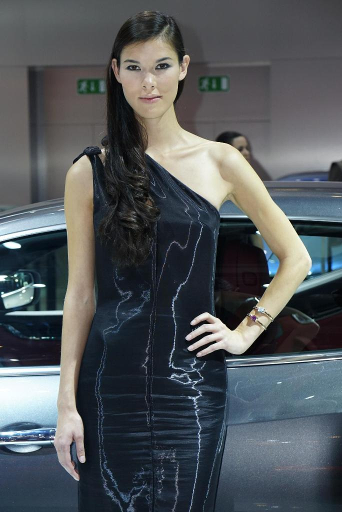 Paris Motor Show 2014 Girls 21