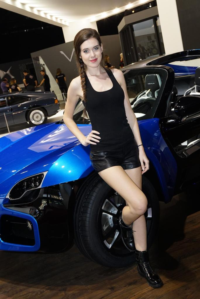 Paris Motor Show 2014 Girls 22