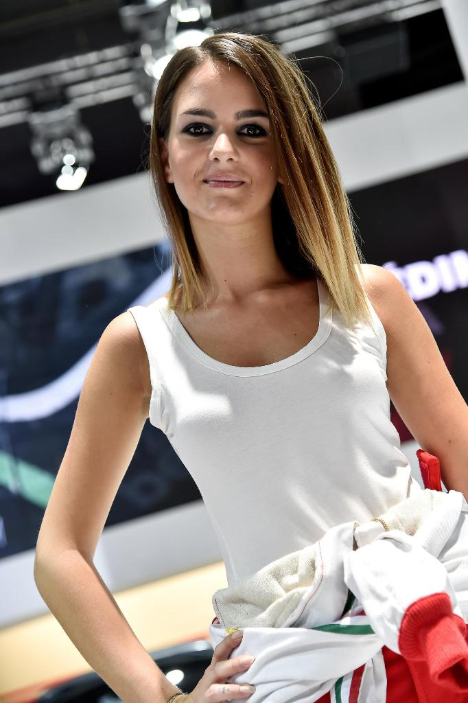 Paris Motor Show 2014 Girls 24