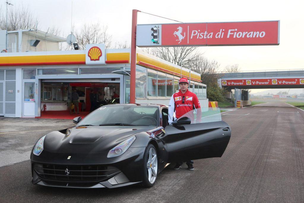 Kimi Raikkonen al volante della F12berlinetta