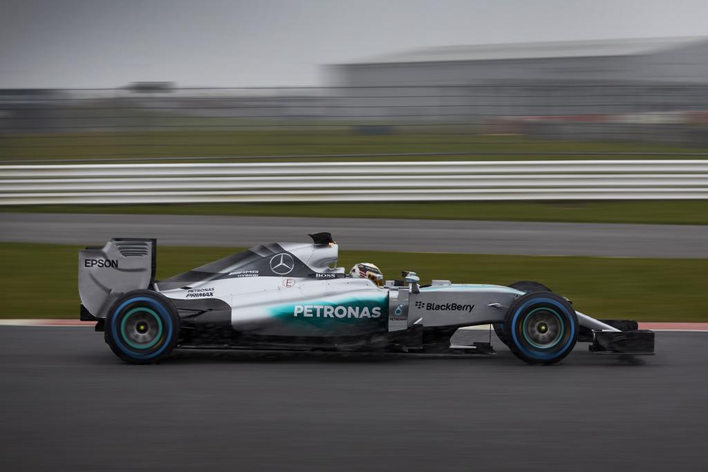 Mercedes fenomenali a Melbourne. Terza la Ferrari di Vettel