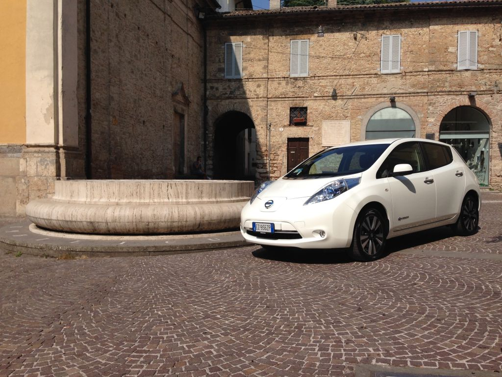 Da fuori a dentro la città con Nissan LEAF 100% elettrica