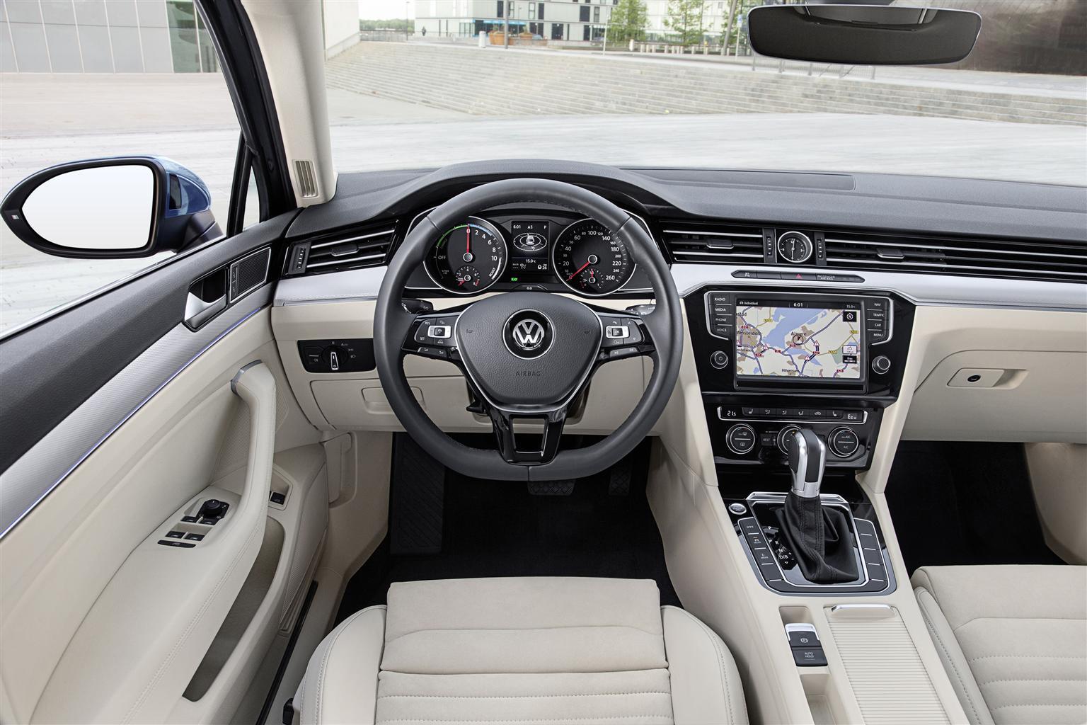 Passat GTE ibrida plug-in con motore 1.4 TSI + motore elettrico da 218 CV 3