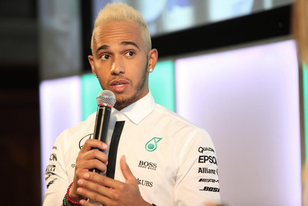 Siamo stati in compagnia di Lewis Hamilton per il lancio del nuovo Lubrificante PETRONAS Syntium con tecnologia °CoolTech™