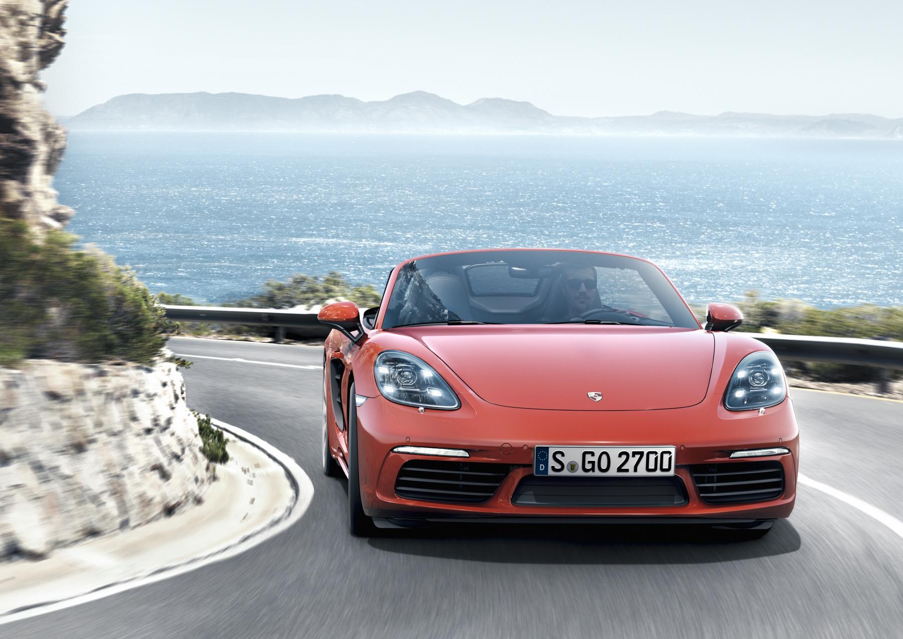 La nuova roadster con motore centrale a quattro cilindri: Porsche 718 Boxster