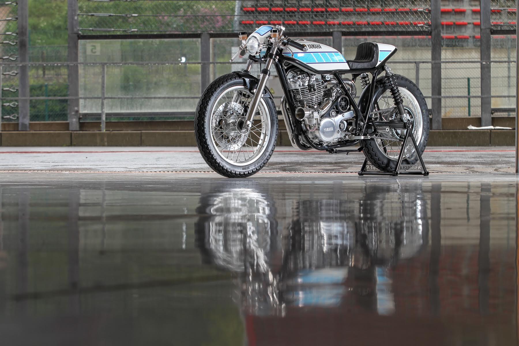 """Dunlop scelta come partner dell'esclusiva """"Yardbuilt"""" SR400 Krugger costruita a mano"""