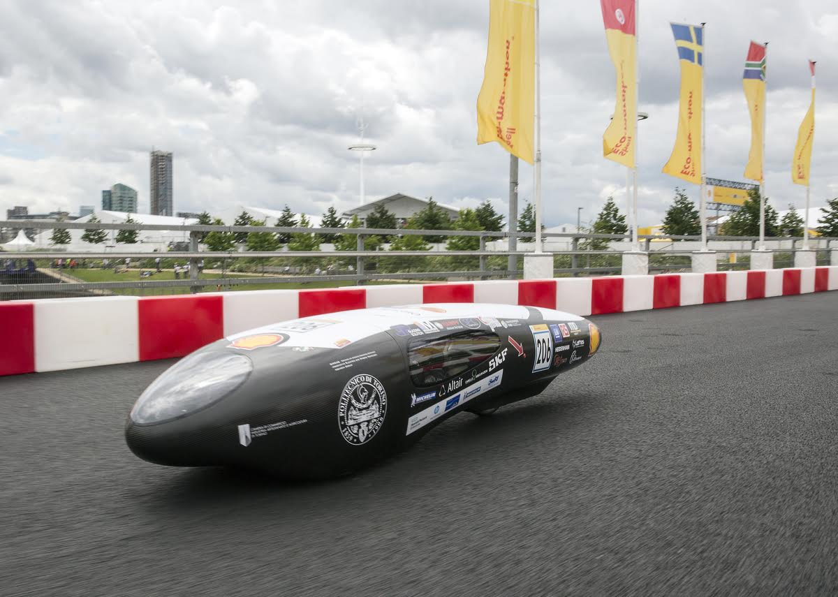 The IDRA, #206, a hydrogen prototype racing for team H2politO - molecole da corsa from Politecnico Di Torino, Italy, races on the track during day two of Make the Future London 2016 at Queen Elizabeth Olympic Park, Thursday, June 30, 2016 in London, UK. (James Cannon for Shell)