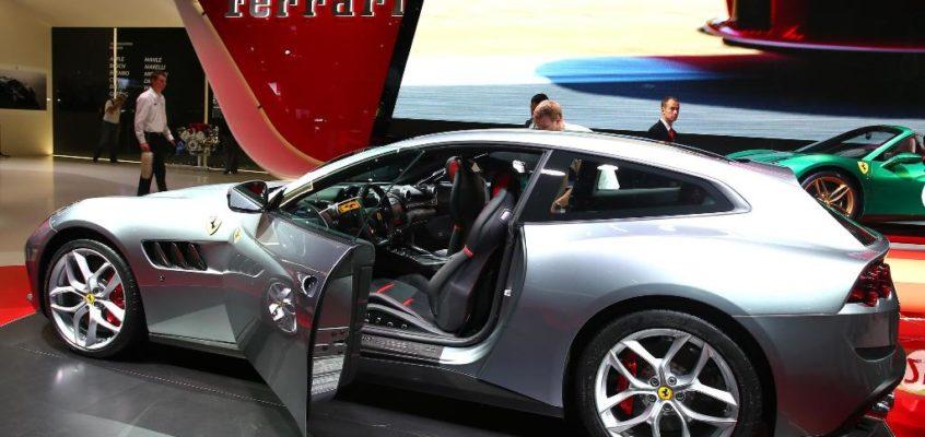 GTC4Lusso T, la prima Ferrari V8 a quattro posti: le foto live da Parigi