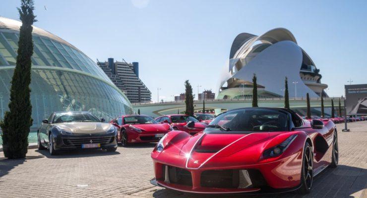 Ferrari: emozioni e spettacolo per 15.000 persone a Valencia