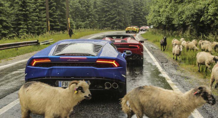 A caccia di Dracula in Lamborghini sulla Transfăgărășan