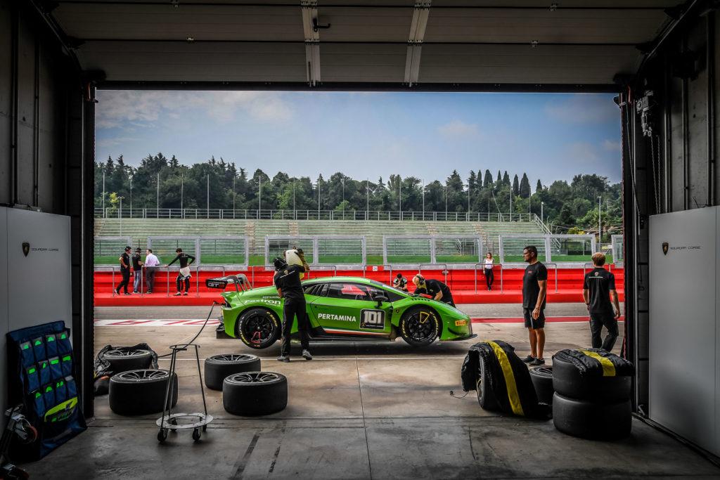 Training Piloti Lamborghini Dai Test Con La Hurac 225 N Ai Valori Del Marchio Blogmotori Com